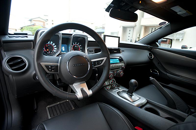 運転席 ハンドルには左手側にクルーズコントロールのスイッチがある。アクセルを踏ま...  ☆ほし