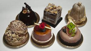 トシ ヨロイヅカ のケーキ