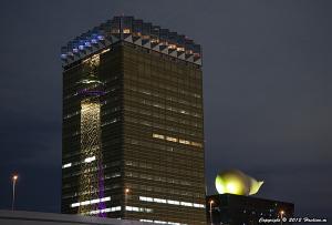 アサヒビール本社ビルに映る東京スカイツリー