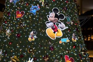 ららぽーと横浜のディズニークリスマスツリー