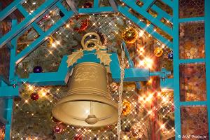 世界の果てまでイッテQ!赤レンガ倉庫のクリスマスツリー