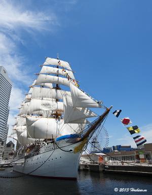 帆船日本丸 総帆展帆・満船飾