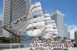 帆船日本丸 総帆展帆ボランティアの人々