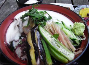 えぼしの夏野菜と海鮮山かけ丼ぶり