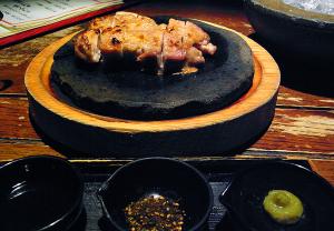 北海道から 知床鶏の石焼き