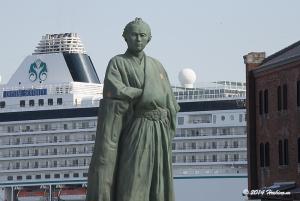 坂本龍馬と豪華客船