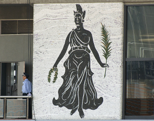 国立競技場メインスタンドの壁画 女神ニケ