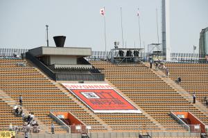 国立競技場 バックスタンドと聖火台