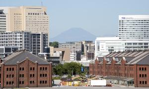 横浜赤レンガ倉庫と富士山