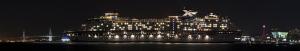 横浜ベイブリッジ25周年ピンクライトアップ セレブリティ・ミレニアム入港