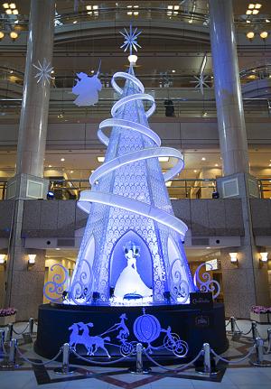 横浜ランドマークタワーのディズニープリンセス「シンデレラ」ツリー