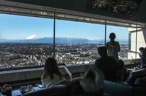 横浜ランドマークタワーから見える富士山