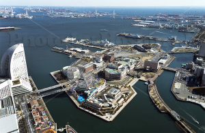 横浜ランドマークタワーから見た横浜港