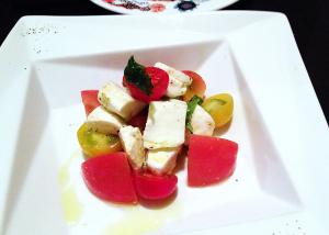 トマトとモッツァレラのカプレーゼ風