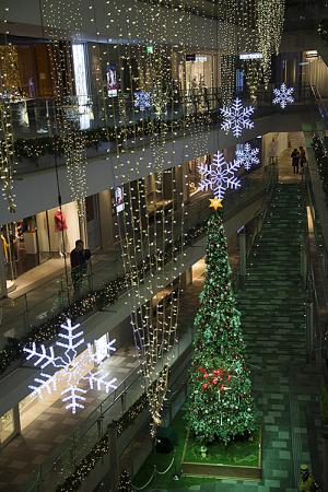 「人々が集う場所〜ツリーの下のガーデンパーティー〜」 OMOTESANDO HILLS CHRISTMAS 2015