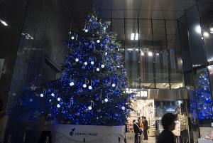 銀座・山野楽器のクリスマスツリー