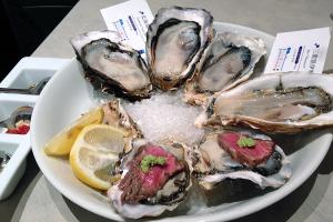 生牡蠣2ピース&オイスターカクテル