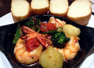 ジャンボシュリンプとお野菜のスパイシ―ガーリックオイル煮
