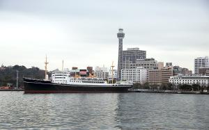 氷川丸と横浜マリンタワー