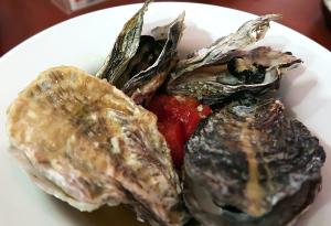 牡蠣とトマトの白ワイン蒸し
