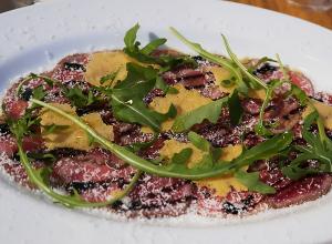牛ランプ肉のカルパッチョ バルサミコソース