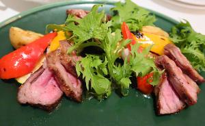 牛ザブトン肉と旬野菜のグリル~トリュフのソース~