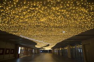横浜駅東口の「星降るテラス」 ~星に願いを~