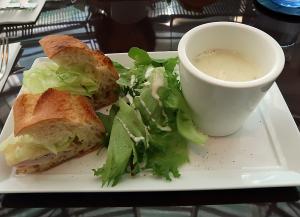 瀧くんと奥寺先輩が食べたハム&レタスサンドイッチ