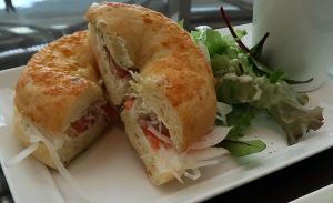 サーモン&クリームチーズ ベーグルサンドイッチ