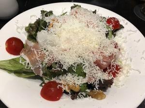 イタリア産プロシュートと千葉県産濃厚赤玉子のシーザーサラダ