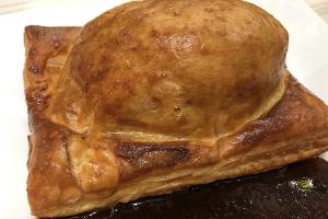 パイ包み焼き 牛フィレ肉とフォアグラのロッシーニ