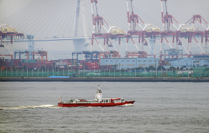横浜市消防局の消防艇「まもり」