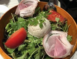 たっぷり野菜の『俺ん家サラダ』