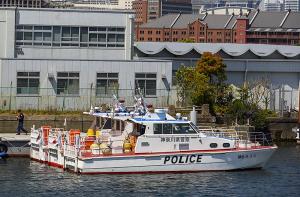 神奈川県警の警備艇「神6 みうら」