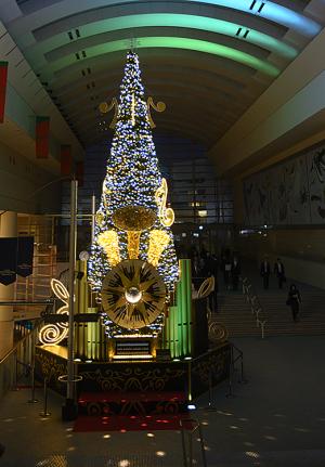 希望を奏でるクリスマスツリー「Play hope Tree」