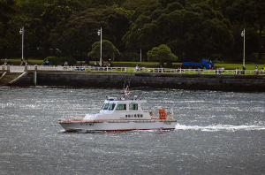 神奈川県警横浜水上警察署の警備艇「神5はこね」