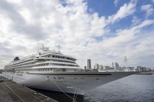横浜港に停泊する「飛鳥Ⅱ」