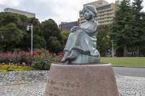 横浜・山下公園の「赤い靴はいてた女の子像」