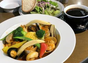 太刀魚と魚介のブイヤベース サフランライス添え