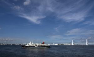 横浜港に入港する「にっぽん丸」